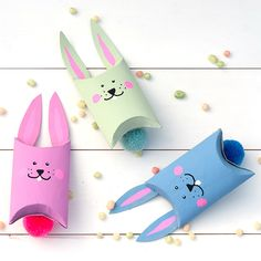 Have you noticed: These cute gift boxes are made from toilet paper rolls! An easy DIY project for easter. (in German) Easter Activities, Easter Crafts For Kids, Craft Activities For Kids, Diy For Kids, Cute Gift Boxes, Diy Gift Box, Cute Gifts, Happy Easter, Easter Bunny