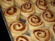 cynamonowe zawijańce by bajaderka Sweet Pastries, Something Sweet, Doughnut, Cheesecake, Food And Drink, Menu, Sweets, Cookies, Dining
