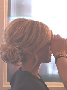 Bridesmaid hair - Teased low bun, basically I'm thinking some sort of low bun or chignon. My Hairstyle, Pretty Hairstyles, Wedding Hairstyles, Wedding Updo, Bridesmaids Hairstyles, Wedding Pins, Bridal Updo, Wedding Hairstyle Short Hair, Upstyles For Short Hair