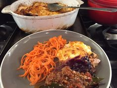 A low carb lasagne, replacing the stodgy sheets of lasagne with red cabbage strips, topped with a creamy sauce and crispy cheese. With thanks to Denise for the inspired suggestion …