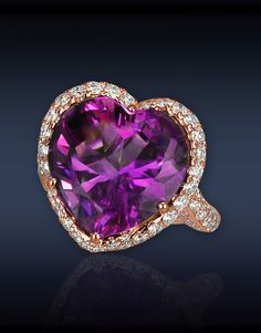 JACOB & Co - Heart Amethyst Diamond Ring - Ref. 91327327 - rose Gold ring set with carats heart shape Amethyst center to carats pavé set white Diamonds. Purple Jewelry, I Love Jewelry, Jewelry Rings, Jewelery, Fine Jewelry, Modern Jewelry, Amethyst And Diamond Ring, Amethyst Jewelry, Amethyst Stone