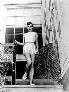 33-357 Audrey Hepburn C. 1952