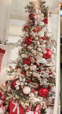 country christmas tree Navidad Happy New Year Flocked Christmas Trees Decorated, Frosted Christmas Tree, Elegant Christmas Trees, Ribbon On Christmas Tree, Christmas Tree Themes, Christmas Love, Country Christmas, Christmas Tree Decorations, Christmas Holidays