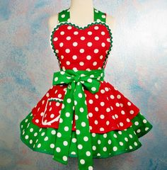 Minnie the Diner Waitress Apron Holiday Dots --  i need to start making aprons!