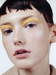 Three Essential Make Up Tips: Eyeliner Makeup Trends, Makeup Inspo, Makeup Ideas, Makeup Tutorials, Makeup Black, Yellow Makeup, Graphic Makeup, Graphic Eyes, Grafik Eyeliner
