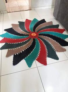 Step star step crochet carpet rug free pattern and tutorial – Artofit Crochet Rug Patterns, Crochet Motifs, Baby Knitting Patterns, Crochet Doilies, Crochet Flowers, Crochet Stitches Free, Loom Knitting, Crochet Carpet, Crochet Rope