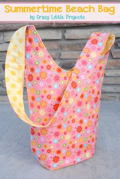 Summertime Beach Bag Tutorial by http://CrazyLittleProjects.com