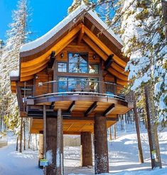 wood house # Holzhaus Architektur Are Loft Beds (Bunk Beds) Safe? Tiny House Cabin, Cabin Homes, Log Homes, Beautiful Tree Houses, Cool Tree Houses, Beautiful Things, Tree House Designs, Tiny House Design, Cabin In The Woods