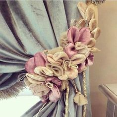 Elegant Curtains, Shabby Chic Curtains, Beautiful Curtains, Cloth Flowers, Diy Flowers, Fabric Flowers, Curtain Tie Backs Diy, Curtain Ties, No Sew Curtains