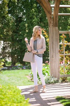Weekend look: White pants + striped top + neutral jacket