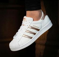 ADIDAS Women's Shoes - Adidas Women Shoes - Adidas Originals Superstar White Gold - We reveal the news in sneakers for spring summer 2017 - Find deals and best selling products for adidas Shoes for Women Adidas Shoes Women, Nike Women, Adidas Sneakers, Adidas Pants, Jogger Pants, Rose Gold Adidas, Black Adidas, Shoes Rose Gold, Cute Shoes