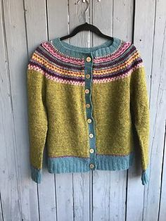 cubbiemolly's Damejakka Loppa / Flea – a lady's cardigan Always wanted to figure out how to knit, yet unclear where to start? That Complete Beginner Knitting Line is exactly wha. Cardigan Pattern, Knit Cardigan, Motif Fair Isle, Jackets For Women, Sweaters For Women, Fair Isle Knitting Patterns, Knitting For Beginners, Knitting Projects, Hand Knitting