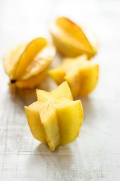 Starfruit, also known as Carambola, is a tropical fruit. It is high in water content, packed with vitamin C, rich in antioxidants, flavanoids and B-complex vitamins. It can help boost the immune system and assist in clearing acne. It is low in calories and high in fiber which makes it a great choice for anyone wanting to lose weight, prevent constipation, and keep their system running smoothly. However, people facing kidney problems are advised to strictly avoid eating starfruit.