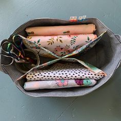 How to sew my 4 way divided caddy – Sewspire Sewing Tutorials, Bag Tutorials, Sewing Ideas, Bag Pattern Free, Small Sewing Projects, Quilt Batting, Handmade Purses, Panel Quilts, Purse Patterns