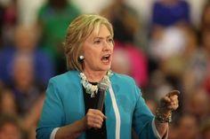 Hillary Clinton on nyt toista mieltä kuin ulkoministerinä ollessaan. Kuvassa Clinton puhumassa Floridassa viime viikolla.