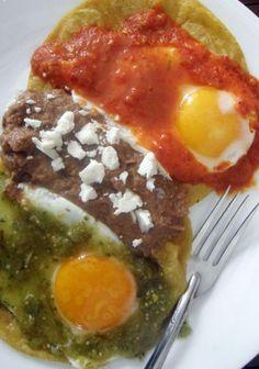 a Mexican breakfast: un desayuno mexicano:   huevos divorciados/divorced eggs