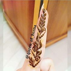 Henna Tattoo Wrist, Mehndi Tattoo, Menhdi Design, Mehendi, Henna Designs, Ink, Tattoos, Metallic, Board