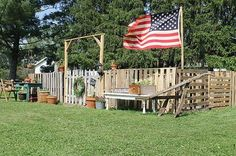 DIY pallet fence ecl