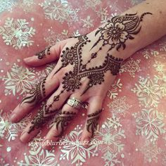 Modern floral jewelry style mehndi www.blurberrybuzz.com Henna by Victoria Welch