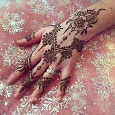 Modern floral jewelry style mehndi www.blurberrybuzz.com Henna by Victoria Welch