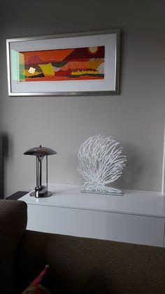 Wat staat mijn glaskunstwerk prachtig op onze nieuwe kast! #trotsop