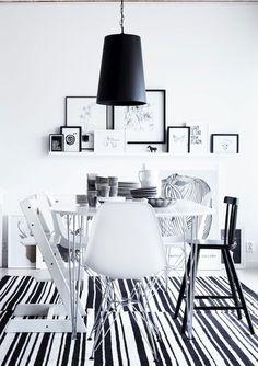 Intérieur scandinave avec chaise Eames