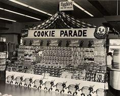 vintage grocery store 1950s cookie display