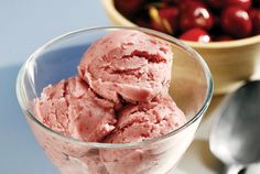 Παγωτό βύσσινο με γιαούρτι