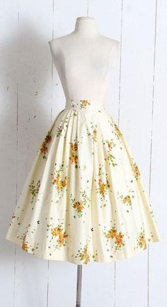 vintage dresses Vintage Skirt vintage novelty print floral We are want to say thanks if you like to share amp; Vintage Skirt vintage novelty print floral We are want to say thanks if you like to share amp; Vintage Rock, Mode Vintage, Vintage Party, Etsy Vintage, Vintage Style, Pretty Outfits, Pretty Dresses, Modest Fashion, Fashion Dresses