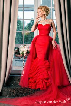 Simply about all Advertising Photography, Lady In Red, Catwalk, Wedding Day, Vogue, Actresses, Queen, Couture, Portrait