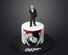 A cake for a very cool 70 year old (hence the Hand cut lettering, hand painted and Bond is made from sugarpaste. I was aiming for Connery but hey if he's recognisable as a Bond man I'm happy :) I wanted a bold, graphic retro look for this. James Bond Cake, James Bond Party, Cakes For Men, Just Cakes, James Bond Wedding, Two Layer Cakes, 40th Birthday Cakes, 75th Birthday, Birthday Ideas