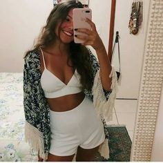 O Filho Do Meu Padrasto Julianna Garcia, a 16 year old who apparently has a life for her… # Romance # amreading # books # wattpad Tumblr Outfits, Trendy Outfits, Cute Outfits, Fashion Outfits, Womens Fashion, 1990 Style, New Years Outfit, Feminine Style, Casual Looks