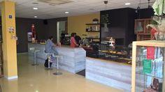 Excelentes y cómodas instalaciones de la exitosa Cafetería Trastevere en Montgat. Le invitamos a visitarla durante este verano ya que cuenta incluso con un super de Delicateses.
