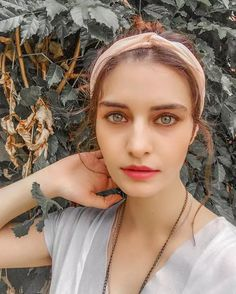Tulin Yazkan was born 28 February 1991 in Istanbul. After graduating from Beykent University, she made her debut in turkish series Revenge of Snakes Series Movies, Tv Series, Green Hair Colors, Movies 2014, Eye Color, Body Types, Biography, Movies To Watch, Drama