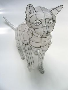 wire cat I've always wanted to make a large papier-mâché animal sculpture over chicken wire, like one that was in a craft book I had as a kid, but never would have thought of making it this artistic. Sculpture Lessons, Sculpture Projects, Art Projects, Sculptures Céramiques, Sculpture Art, Art Fil, 3d Studio, High School Art, Ap Art