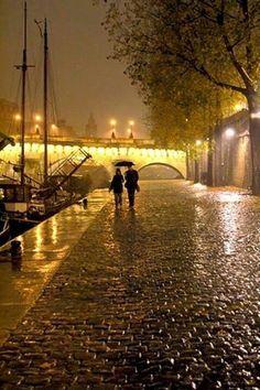 Rainy night in Paris, France. Pont Paris, Paris 3, Paris At Night, Rainy Paris, Montmartre Paris, Places To Travel, Places To See, Walking In The Rain, Walking Tour
