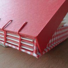 Libro con encuadernación copta y tapas que forman una caja - Coptic bound book with a drop back box as covers....