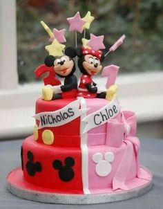 Mickey and Minnie Mouse Cake. How perfect for b/g twins! But better looking mickey and minnie Pastel Mickey, Mickey And Minnie Cake, Bolo Minnie, Mickey Cakes, Twin Birthday Cakes, Mickey Birthday, Twin Birthday Themes, Birthday Ideas, Minni Mouse Cake