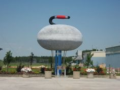 Located in Arborg, Manitoba, is this enormous roadside attraction: the World's Largest Curling Rock. All About Canada, Canadian Prairies, Canadian Things, Canada 150, Western Canada, Roadside Attractions, World's Biggest, Canada Travel, Worlds Largest