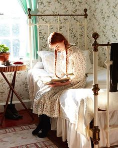Anne of Green Gables, Anne of Avonlea, Anne of the Island, etc. Anne with an 'E' Anne Shirley, Principe William Y Kate, Lifestyle Fotografie, Victoria Magazine, Anne With An E, Woman Reading, Children Reading, Character Inspiration, Narnia