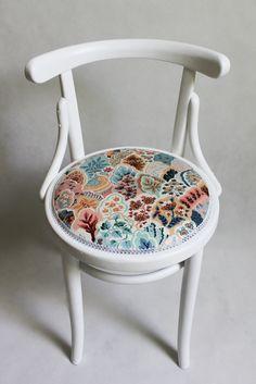 Vintage chair after my renovation.   Handmade by Rekoko.      Visit: www.rekoko.pl https://www.facebook.com/justynamagierrekoko/