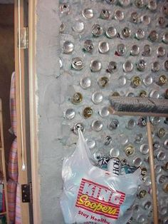Papercrete and Aluminum Can Wall: 3 Steps Work Shop Building, Green Building, Recycled Bottles, Recycle Plastic Bottles, Brick Laying, Recycled Art Projects, Cement Art, Papercrete, Little Cottages