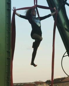 Városfelettrepülős #csudapest #budapest #duna #szabadsaghid #hungary #circus #mindekozben #televanavárosszerelemmel