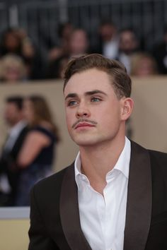 Dacre Montgomery and his bedroom eyes™ on the SAG Awards' Red Carpet 2018