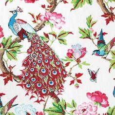 Estampado precioso de pavos reales con flores y mariposas de aire oriental.