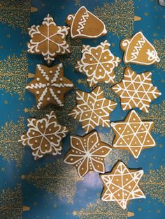 Christmas Dishes, Christmas Sweets, Christmas Cooking, Christmas Snowman, Gingerbread Decorations, Homemade Christmas Decorations, Gingerbread Cookies, Christmas Biscuits, Christmas Sugar Cookies