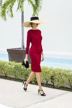 Omg, she looks so stunning in this red dress. And her hat, don't even get me started. so beautiful Outfit Vestido Rojo, Baby Shower Outfit For Guest, Cute Valentines Day Outfits, Looks Chic, Casual Fall Outfits, Autumn Outfits, Simple Outfits, Girl With Hat, The Dress