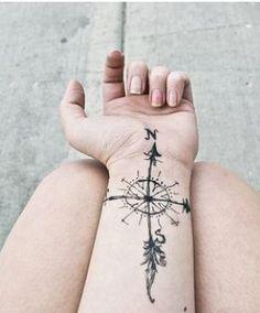 Foto tatuaggio rosa dei venti o bussola