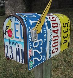 Old Plates Don't Die They Just Mailbox Away! - Mailboxes - Don't know what to do with old those plates you collected over the years? We found an idea for you, why not making an original mailbox? License Plate Crafts, Old License Plates, License Plate Art, Licence Plates, License Plate Ideas, Diy Letter Boxes, Diy Letters, Unique Mailboxes, Painted Mailboxes