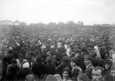 Há 99 anos o Sol bailou no céu e 100.000 pessoas presenciaram o maior milagre do século 20! Veja esse incrível milagre.